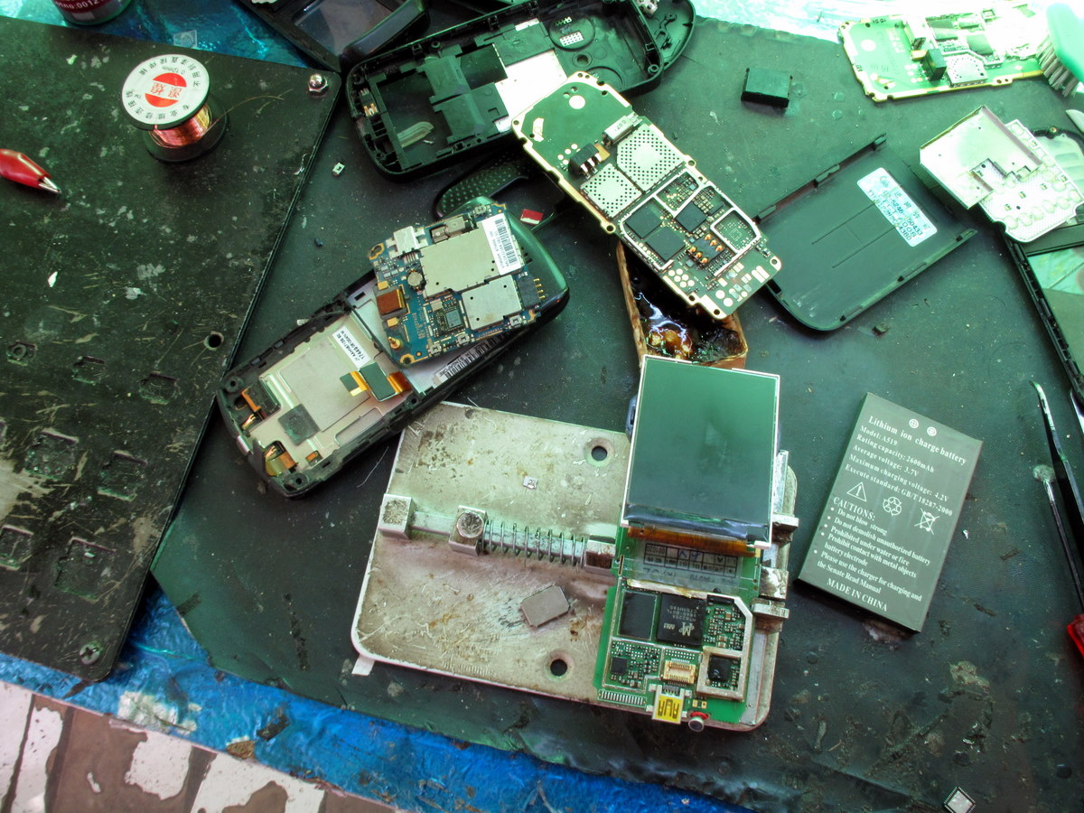 Calls grow to stop making smartphones that are designed to break